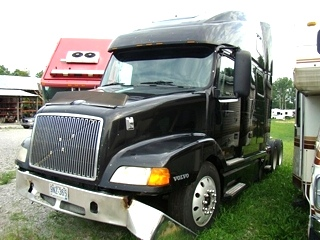1999 VOLVO SEMI TRACTOR SALVAGE PARTS FOR SALE
